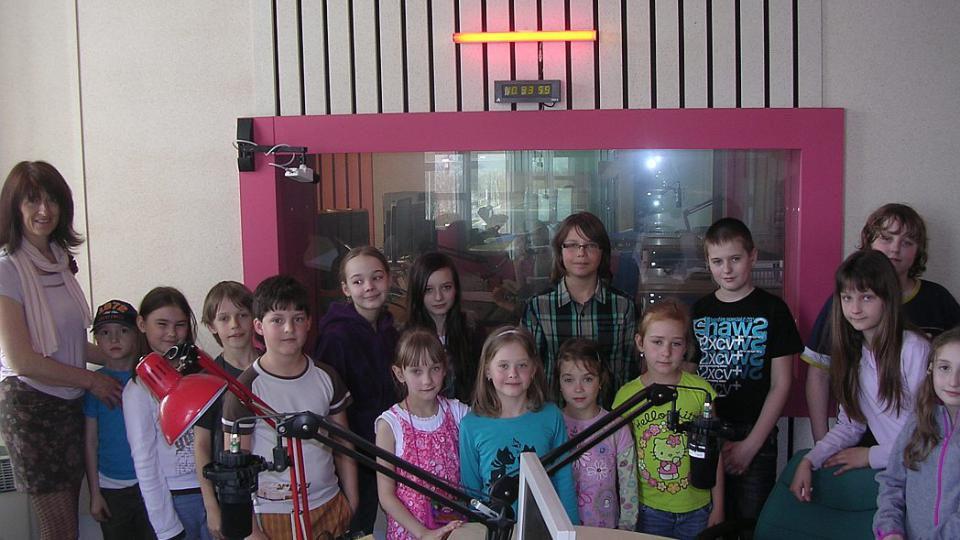 Děti a paní učitelka Nádvorníková ze ZŠ v Malšově Lhotě