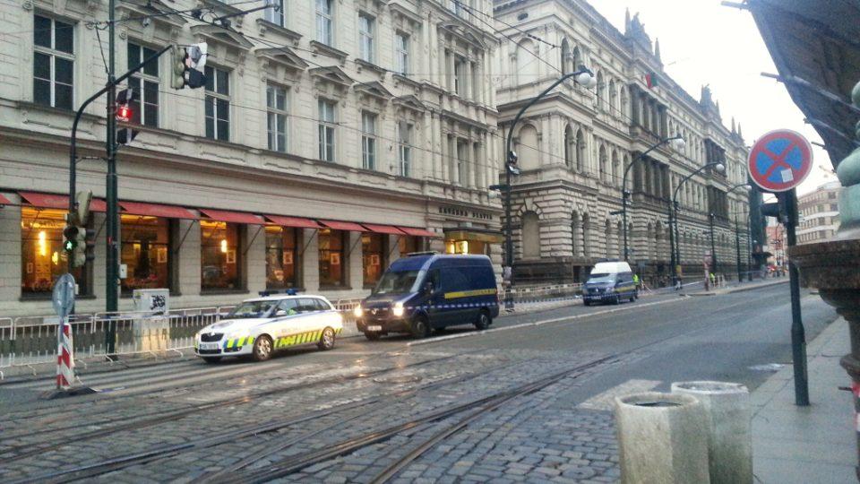 Národní třída v Praze den po výbuchu plynu v Divadelní ulici