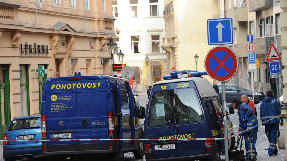 2. den po výbuchu plynu mezi Smetanovým nábřežím a Divadelní ulicí v centru Prahy.