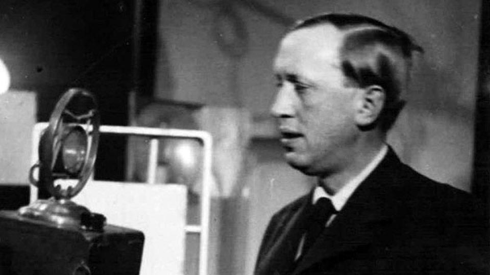Karel Čapek za mikrofonem Československého rozhlasu