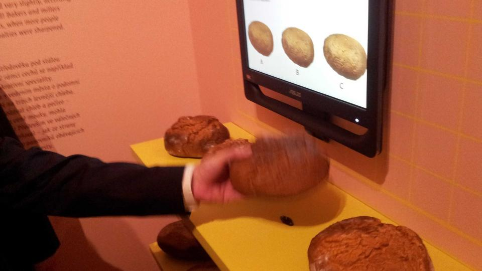 Chléb si tu můžete osahat i ochutnat