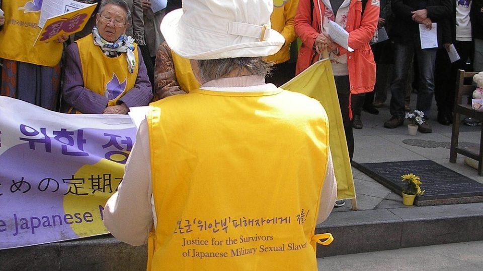 Jeden z protestů, který pořádají ženy toužící po odškodnění