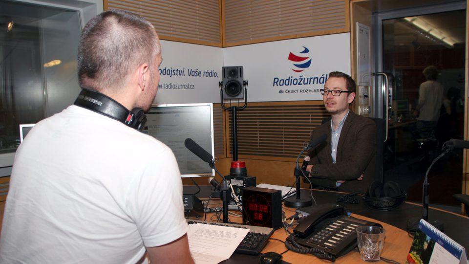 Miroslav Jašurek s moderátorem Martinem Veselovským
