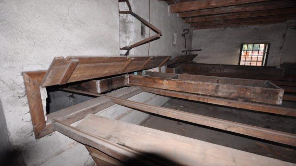 V Kolešovicích na Rakovnicku obnovili historickou tyčovou chmelnici