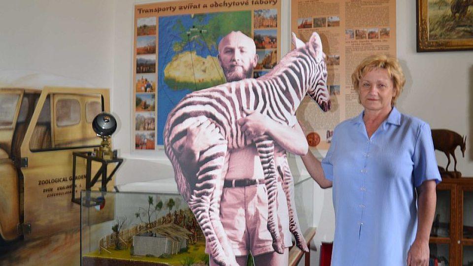 Lenka Vágnerová v expozici svého otce Josefa Vágnera v ZOO Dvůr Králové nad Labem