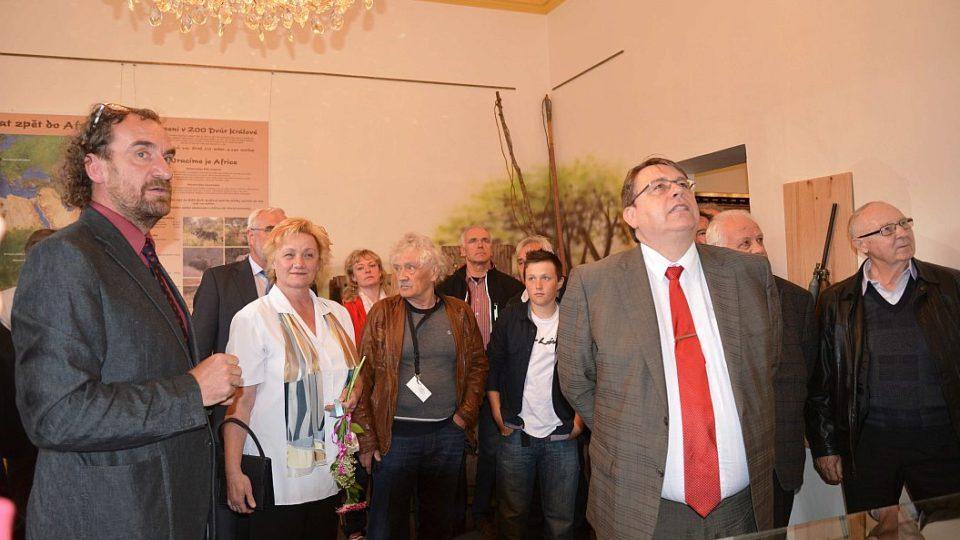 Přemysl Rabas, Lenka Vágnerová, Lubomír Franc a další při otevření expozice Josefa Vágnera