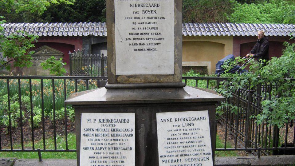 Kierkeggardův hrob na Assistens Kirkegård v kodaňské čtvrti Nørrebro
