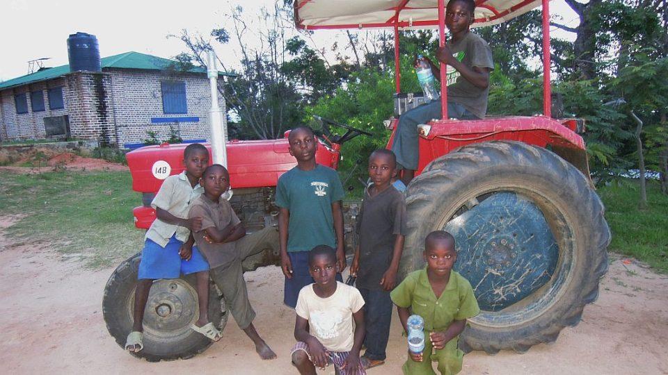 Pomoc lidem žijícím v odlehlých oblastech Tanzánie