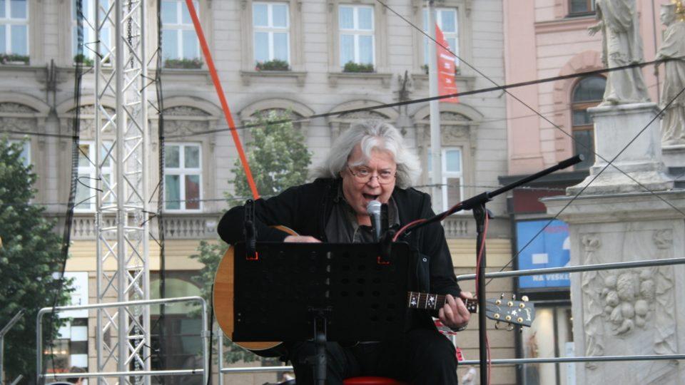 Vladimír Mišík zpíval pro zaplněné náměstí