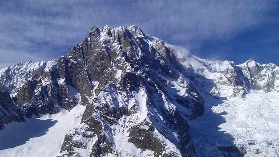 Nad městečkem se tyčí Mont Blanc