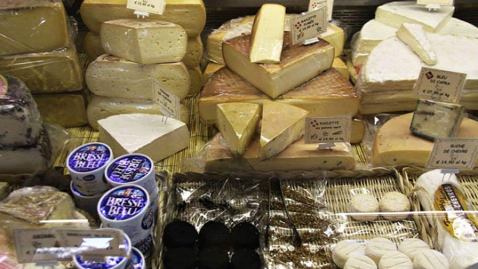 Zdejší sýry nejsou z nejlevnějších. Každé investované euro se prý však vyplatí