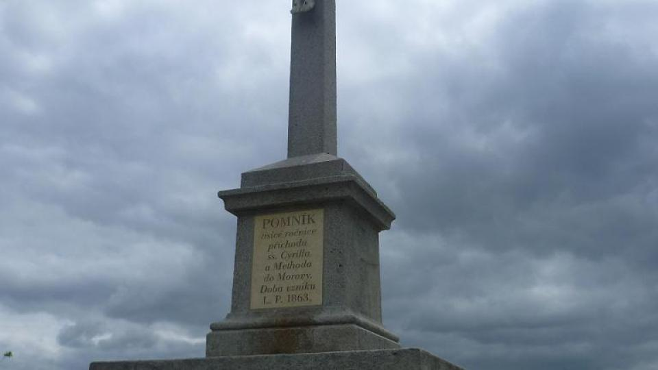 Kříž byl postaven na památku příchodu Cyrila a Metoděje
