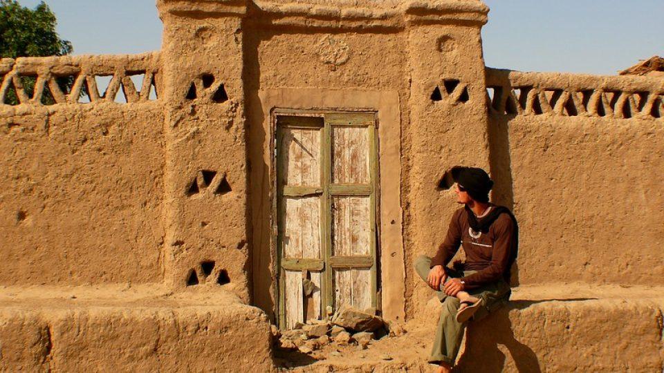 Andrea Kaucká a René Bauer - Súdán - Stavení v núbijské vesnici