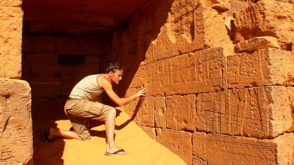 Andrea Kaucká a René Bauer - Súdán - Hrobky a pyramidy jsou z převážné většiny zasypané