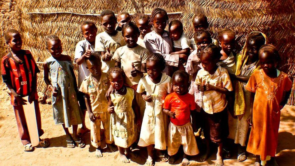 Andrea Kaucká a René Bauer - Súdán - Kazdý chce být na fotografii - děti z vesnice Hadjaralmak