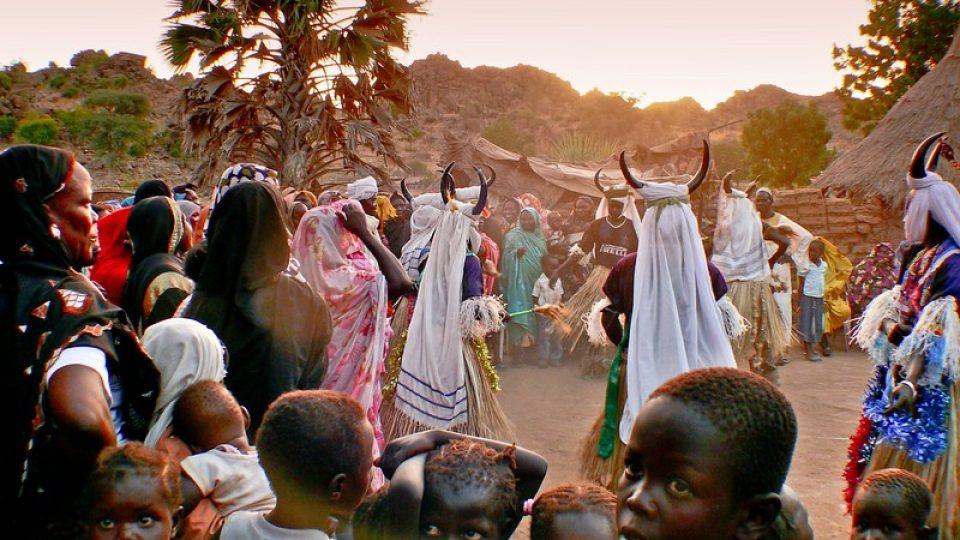 Andrea Kaucká a René Bauer - Súdán - Tanec Kambala - všichni tančí a zpívají