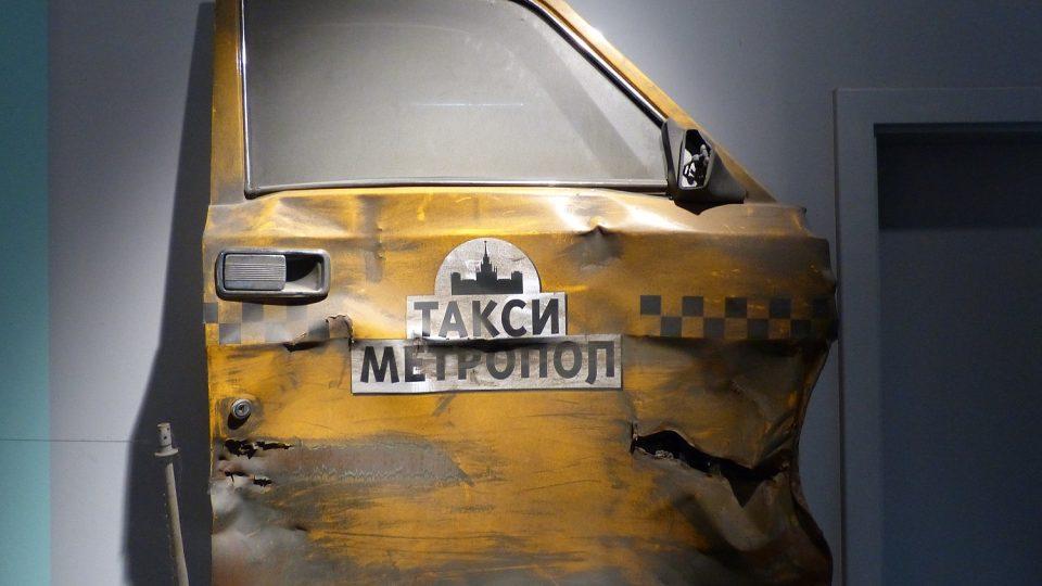 Poznáváte dveře taxíku, ve kterém se svezl Matt Damon ve filmu Bournův mýtus?