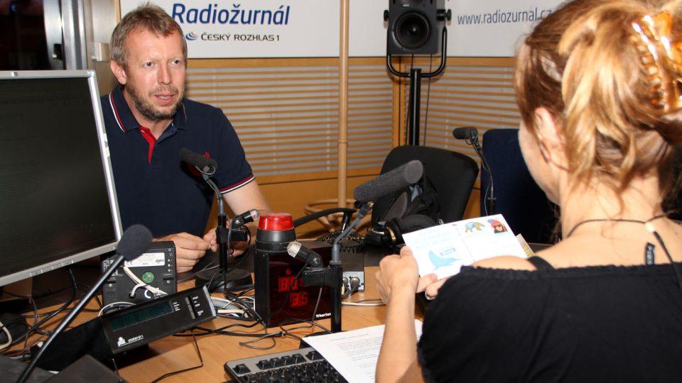 Václav Sůra, polárník, a moderátorka Lucie Výborná