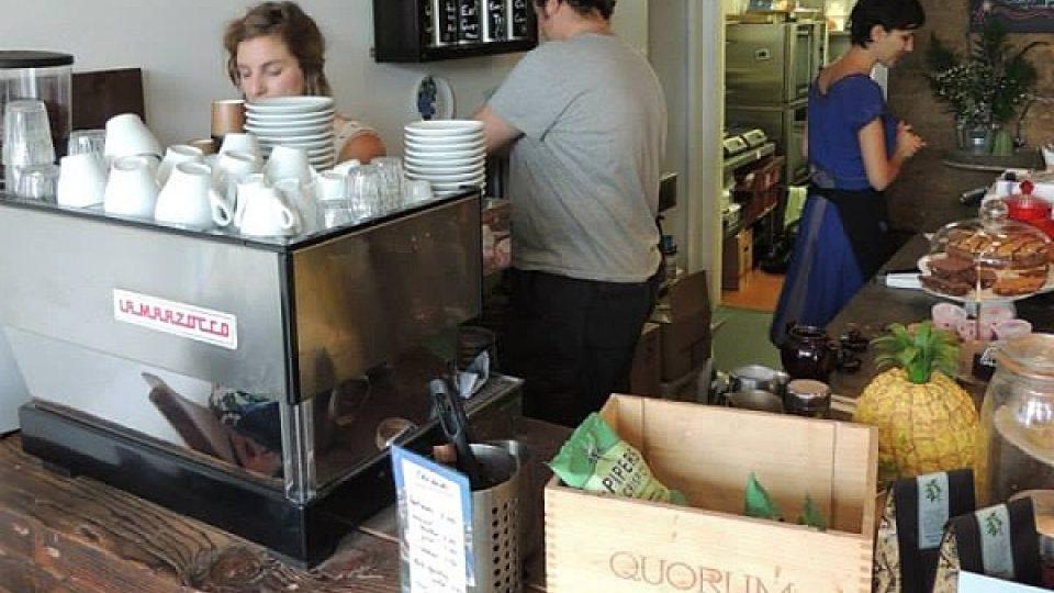V londýnské kavárně Coffee 7 panuje při práci přátelská atmosféra