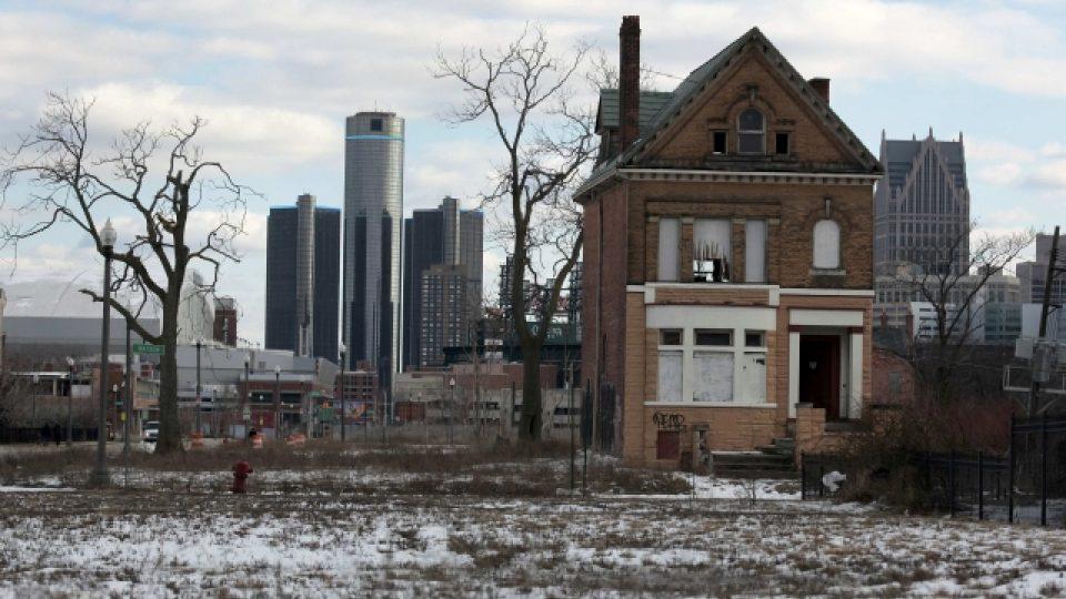 Prázdné domy na předměstí, i takový je dnes Detroit