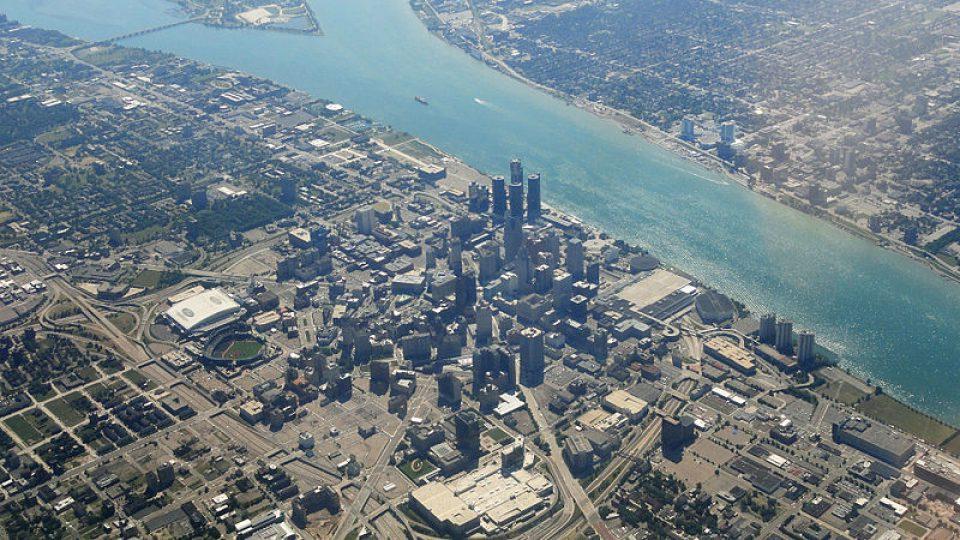 Centrum Detroitu leží na břehu stejnojmenné řeky