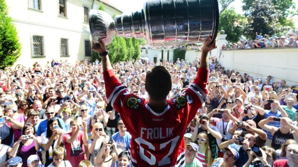 Michael Frolík se Stanley Cupem v Kladně