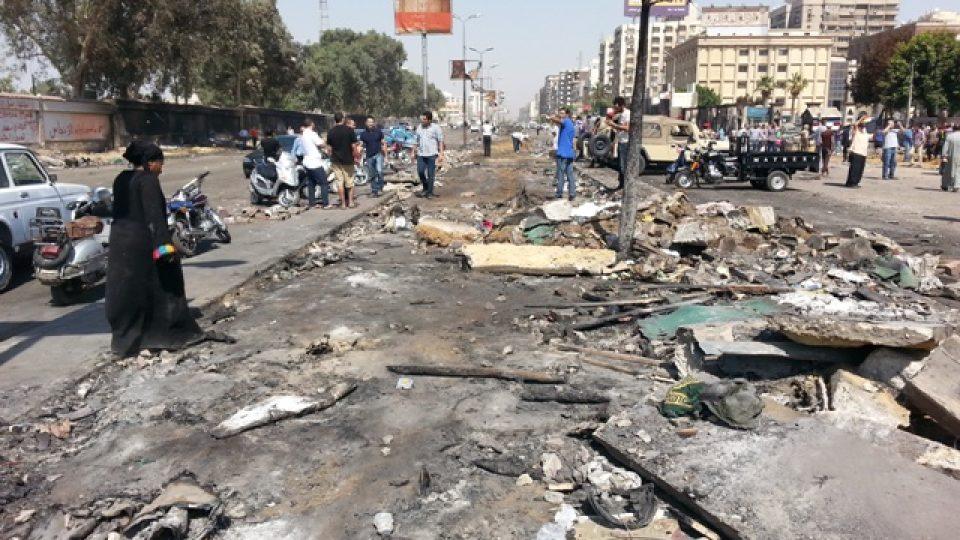 Hlavní třída Nasr, na které stály do středečního rána stovky bytelných stanů