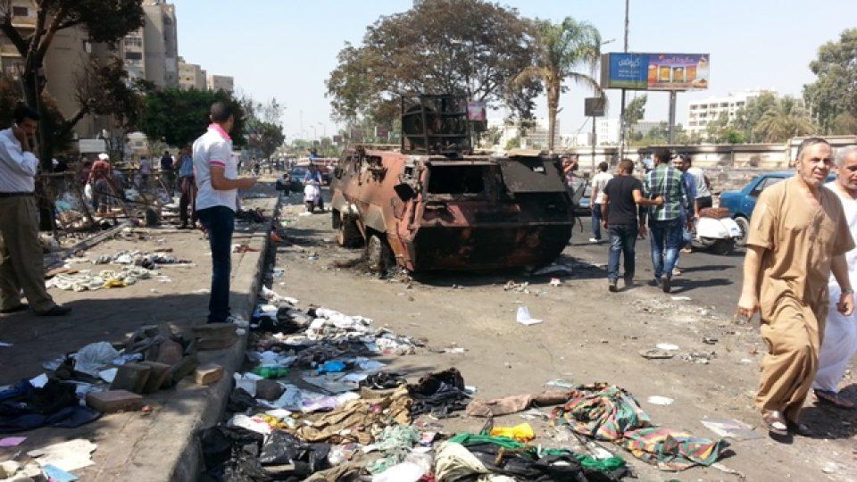 Při zásahu zemřely i desítky policistů