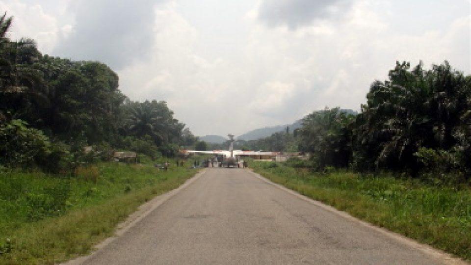 Nakladka a odvoz coltanu - Severni Kivu