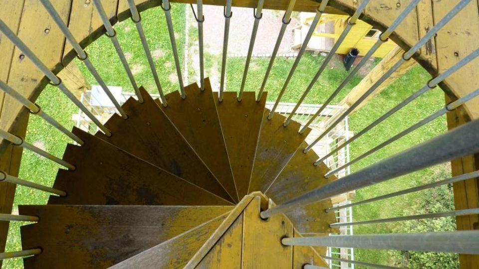 Toulovcova rozhledna - detail schodiště