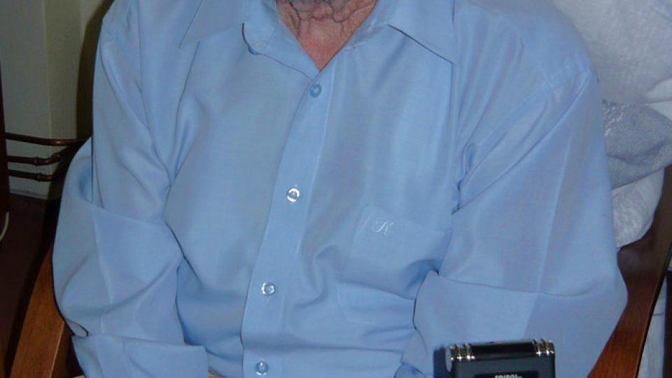 Ján Bugel v roce 2009 v pokoji během natáčení