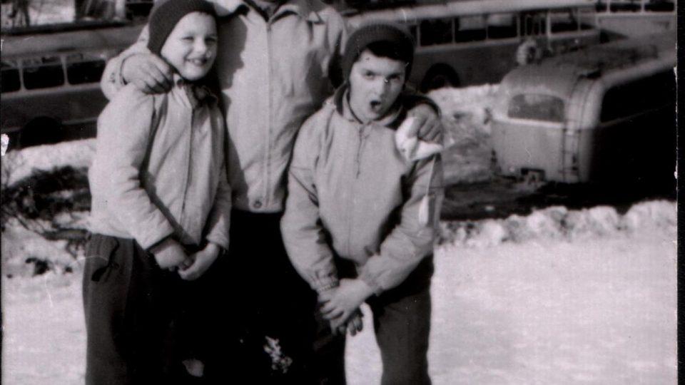 Ján Bugel se svými dětmi v 60. letech