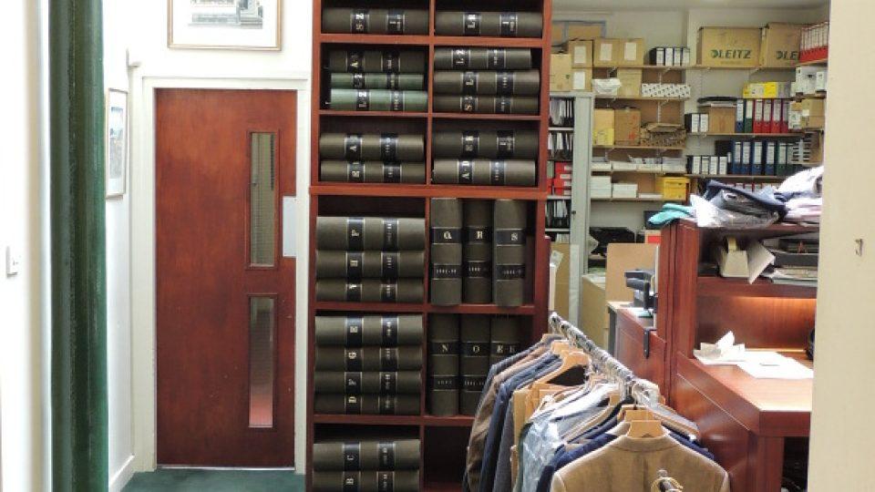 Obleky a vzorkovníky Henry Poole