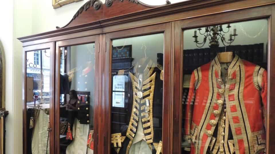 Už za napoleonských válek šil salon uniformy britským důstojníkům