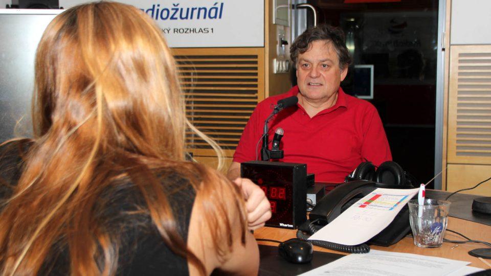 Jaroslav Róna před rozhovorem s Lucií Výbornou