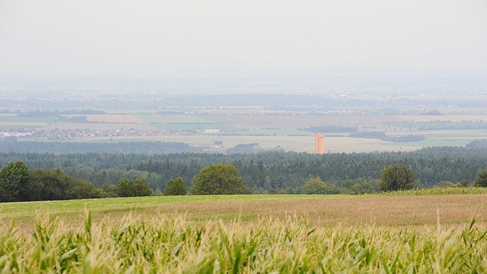 Výhled z Boiiky na podhůří Železných hor