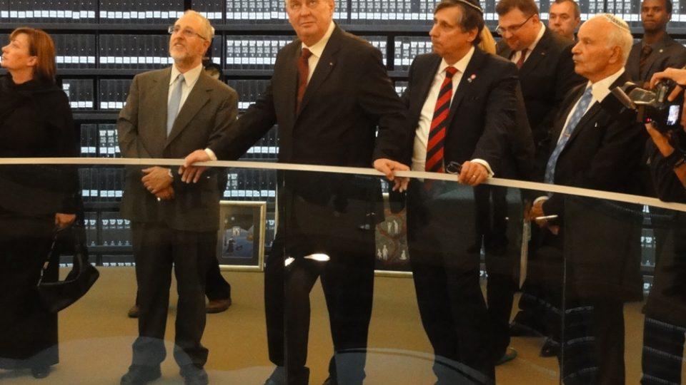 Návštěva Miloše Zemana v Izraeli. Na snímku český prezident s delegací