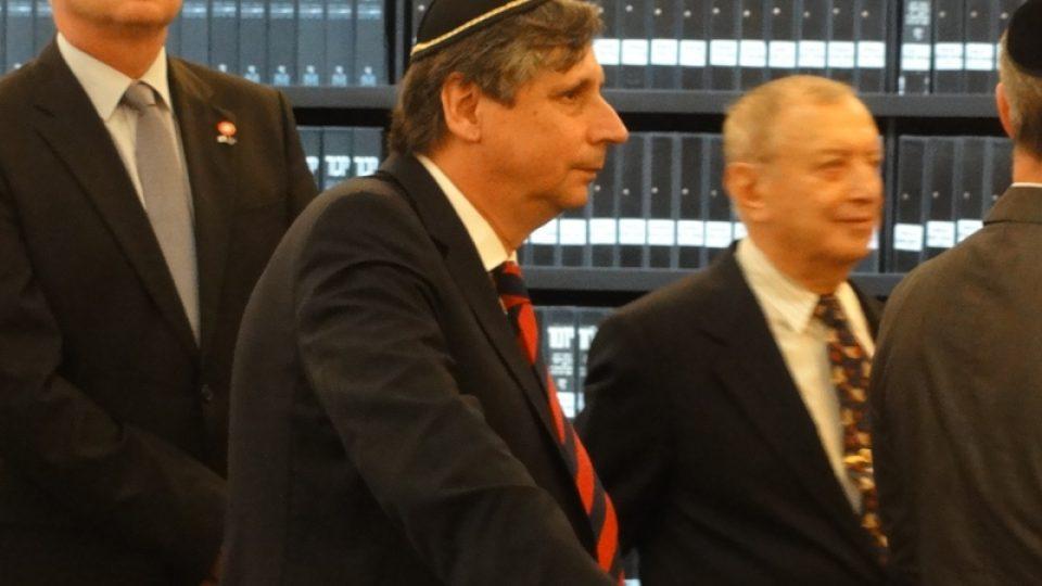 Návštěva Miloše Zemana v Izraeli. Na snímku jeden z členů české delegace, ministr financí v demisi Jan Fischer