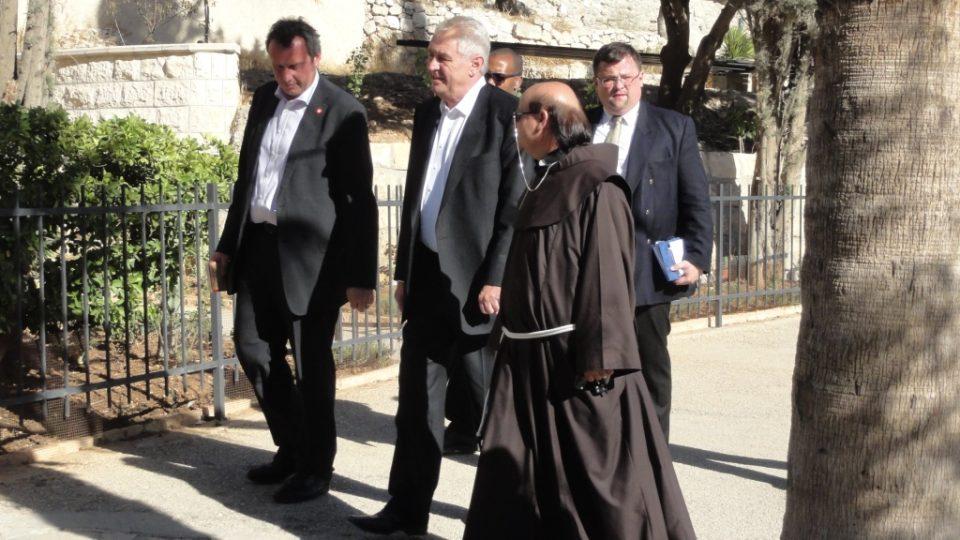 Miloš Zeman na prohlídce východního Jeruzaléma - na Olivetské hoře