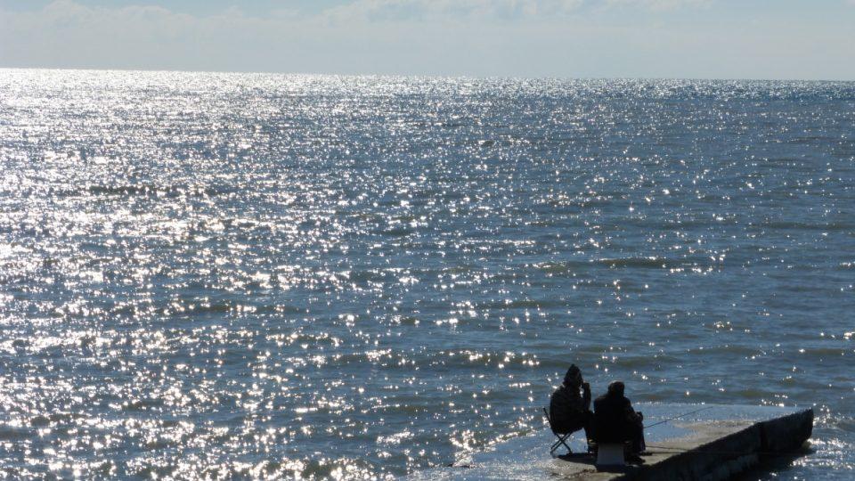 Dole u moře, jen pár stovek metrů od Pobřežního olympijského areálu