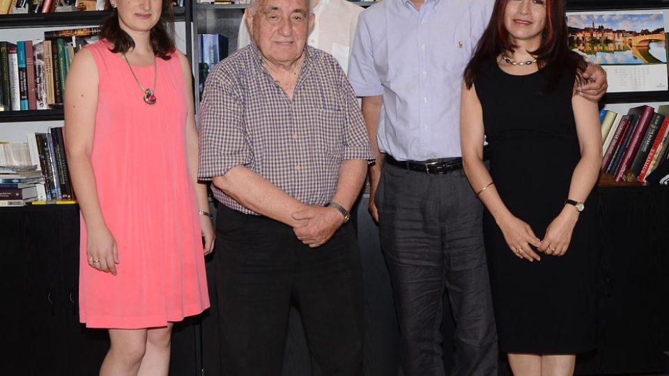 Profesor David Lordkipanidze a jeho spolupracovníci.