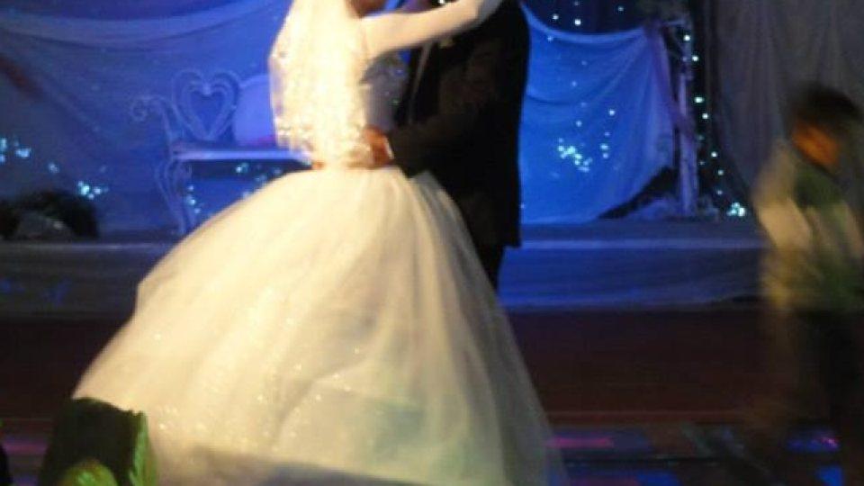 Novomanželé mají sólo tanec na moderní egyptskou hudbu