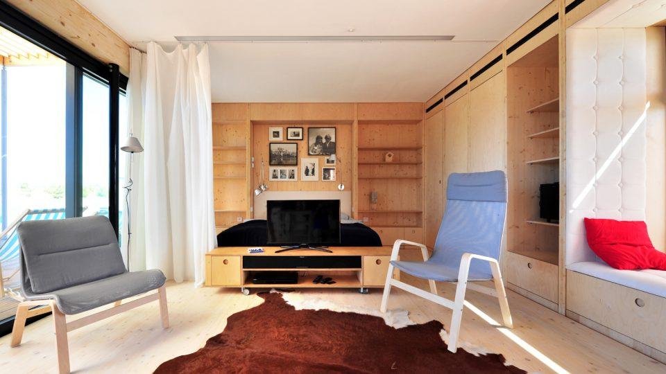 Interiér energeticky samostatného domu, který postavil tým z ČVUT