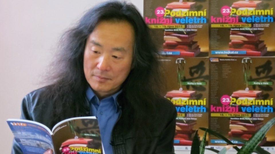 Podzimní knižní veletrh: Yang Lian čte ze své knihy