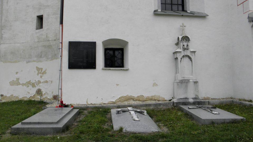 Hroby Kleinů na hřbitově v Sobotíně