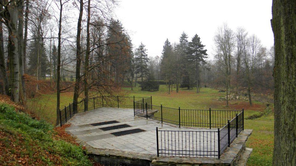 Zámecký park  v Loučné nad Desnou
