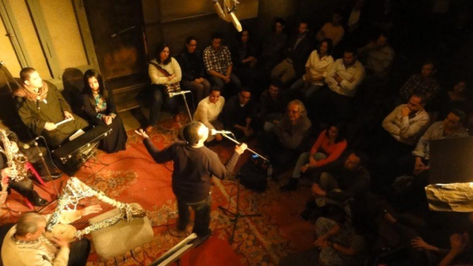 Kontakt mezi hudebníky a posluchači je v Makánu bezprostřední