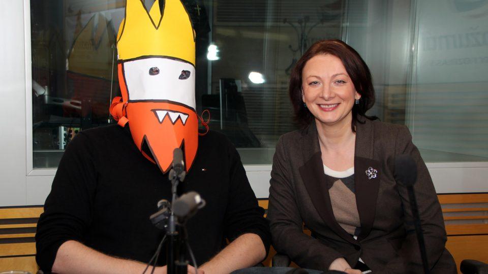 Veronika Sedláčková a Jaz, autor Oprásků sčeskí historje, v masce Zmikunda