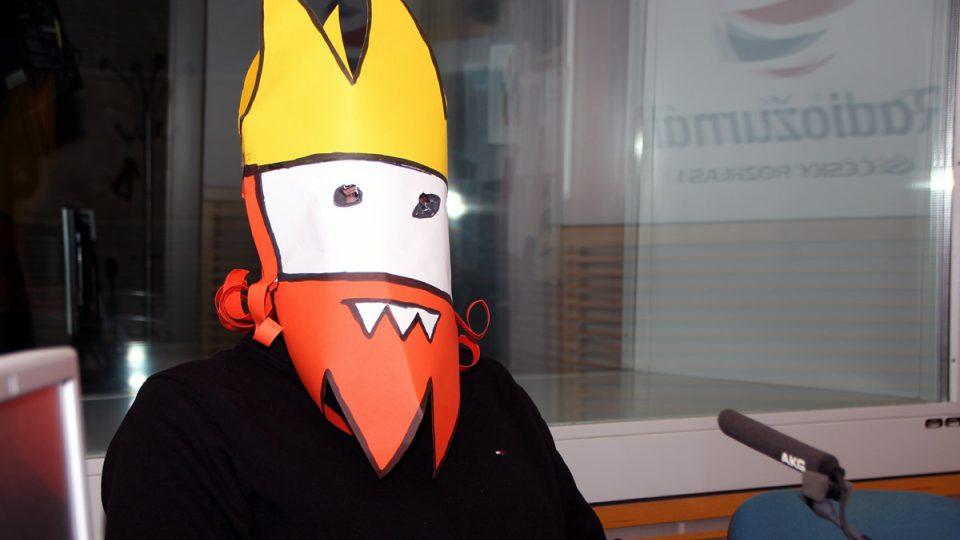 Autor Oprásků sčeskí historje, který si říká Jaz, ve studiu Radiožurnálu