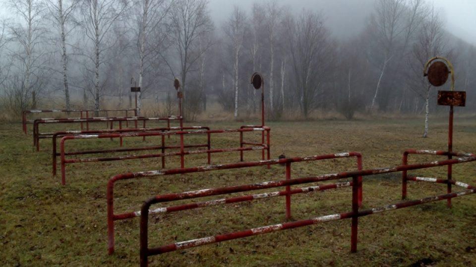 Autobusové nádraží u uranového dolu